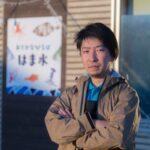 はまから代表の阿部さん。仲卸として毎朝市場へ通い魚を見ている。